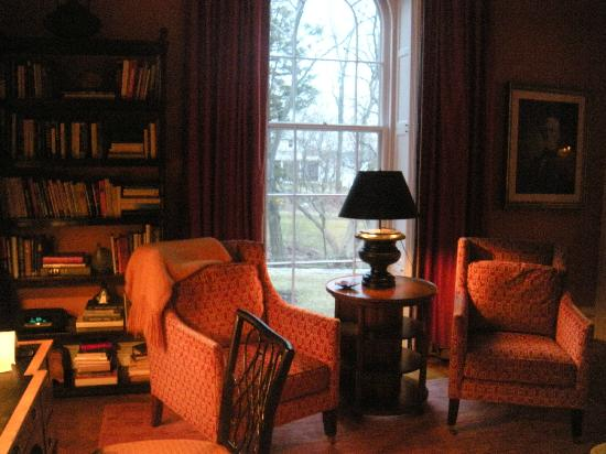 E.B. Morgan House: Lobby reading nook