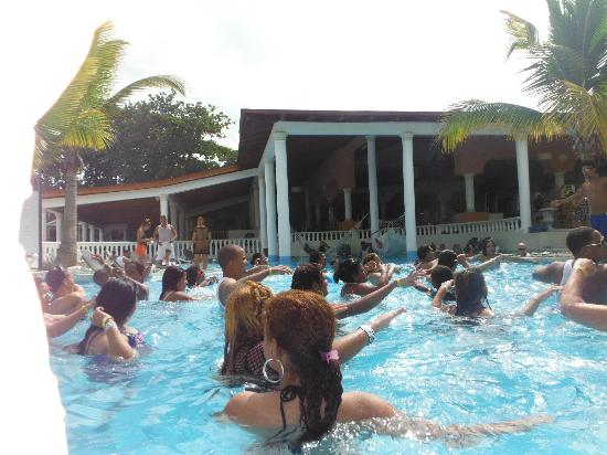 The Tropical at Lifestyle Holidays Vacation Resort: Pool Aerobics at Cofresi