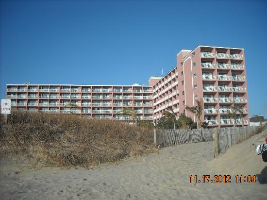 Holiday Inn Ocean City: Motel view from the beach...