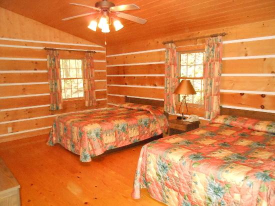 Natural Bridge State Resort Park: bedroom