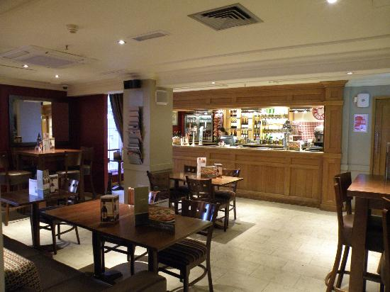 Premier Inn London County Hall Hotel : Bar area