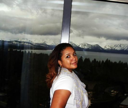 Harveys Lake Tahoe: Taking a picture in the room overlooking the lake and majestic mountains