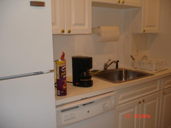 Best Western Plus Hospitality House: kitchen, even had a dishwasher