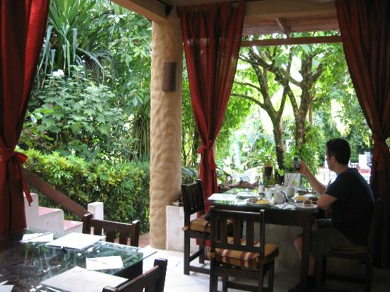 Falls Garden Restaurant: Enchanting and delicious! Enchanteur et délicieux!