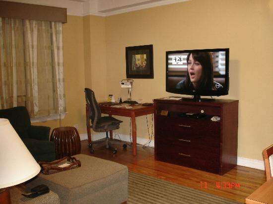BEST WESTERN PLUS Hospitality House: check out the small tv. beautiful wooden floors