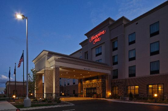 Hampton Inn Beloit at Dusk