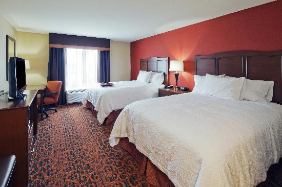 Hampton Inn Beloit: Relax in a Double Queen Guest Room