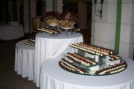 Sandals Grande St. Lucian Spa & Beach Resort: Chocolate buffet Tuesday @11pm