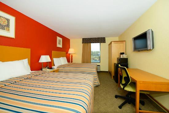 One King Size Bedroom Picture Of Super 8 Pigeon Forge Near The Convention Center Pigeon Forge