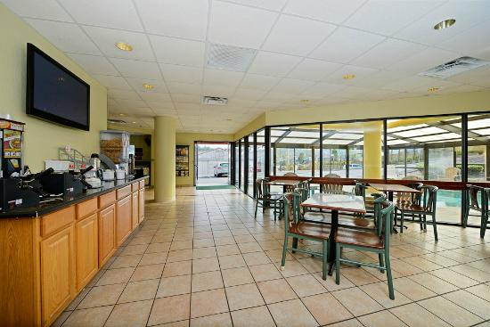 Super 8 Pigeon Forge Near The Convention Center: Breakfast Area