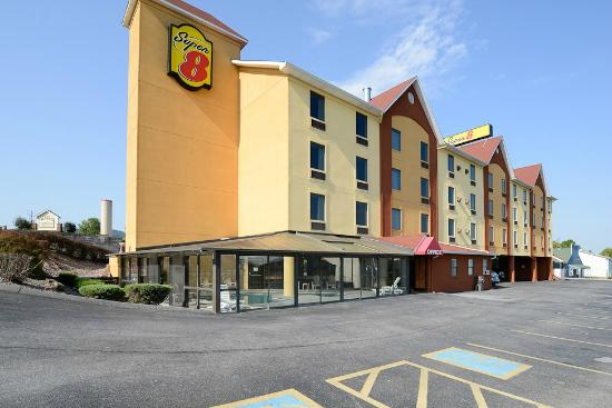 Super 8 Pigeon Forge Near The Convention Center : Outside Building