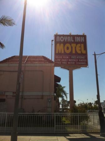 Royal Inn Motel Long Beach: don't stay here it is in the ghetto