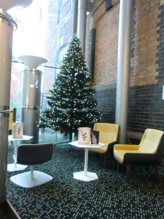 Novotel Cardiff Centre: recepetion