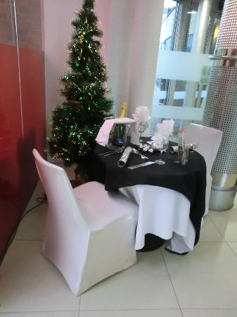 Novotel Cardiff Centre: table for two