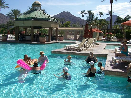 Renaissance Indian Wells Resort & Spa: Family Reunion fun in the pool!