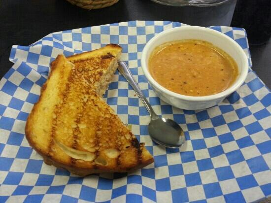 Robin's Nest Espresso & Bagel: Tomato soup and grilled tuna sandwich.
