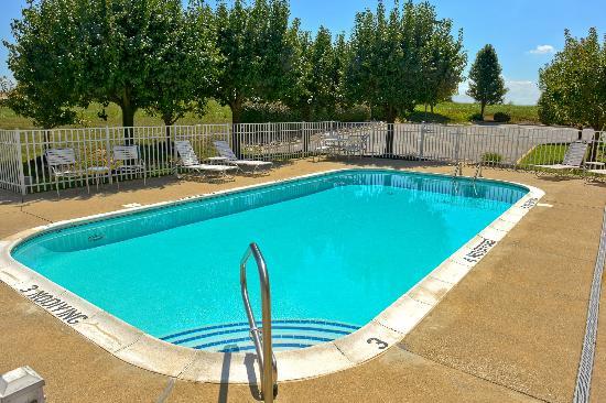 Fairfield Inn Louisville South : Outdoor Pool