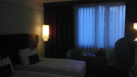 Melia Berlin: Room, it is much brighter in person!