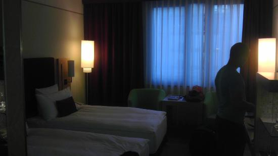 Meliá Berlin: Room, it is much brighter in person!