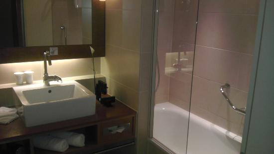 Melia Berlin: Bathroom