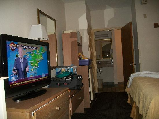 Comfort Inn & Suites: as you can see the kitchen area is right across from the bed. bathroom in back.