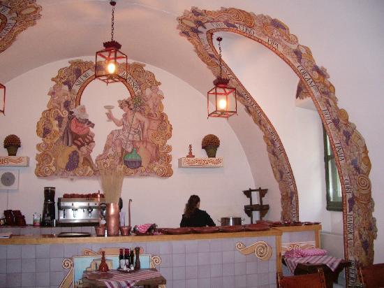 Parador de Chinchon: El bodegon,cocido y comida tipica al parador.