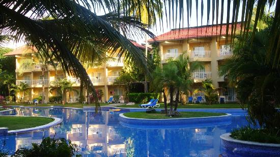 Dreams Punta Cana Resort & Spa: BY THE POOL
