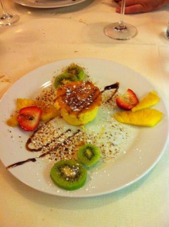 Ristorante Con Pizzeria Colomba : Creme Brûlé con frutta caramellata