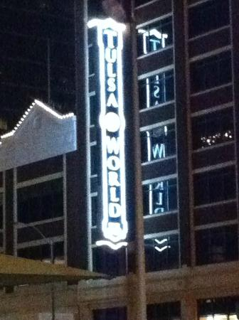 Madison Hotel: Wonderful Sign on building