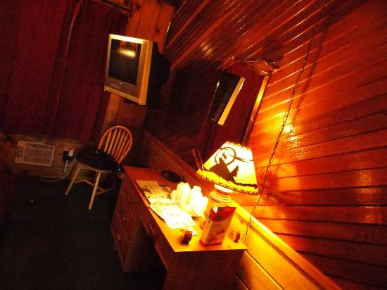 Idyllwild Bunkhouse: Sleeps Two Room