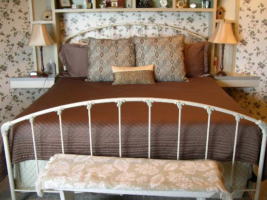 Ocean House Bed and Breakfast: Windswept King Bed