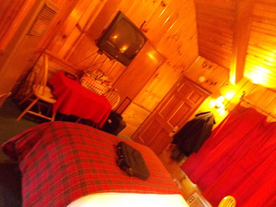 Strawberry Creek Bunkhouse: Sleeps Four Room