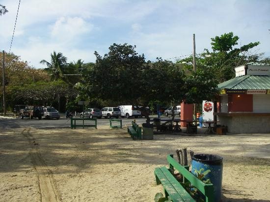 Flamenco Beach Campground: Flamenco Parking Lot
