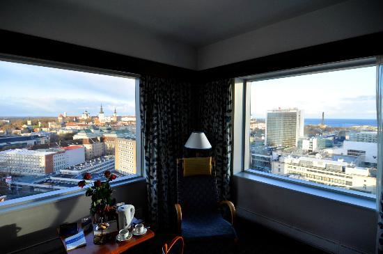 Radisson Blu Sky Hotel: Eckzimmer, 18. Etage