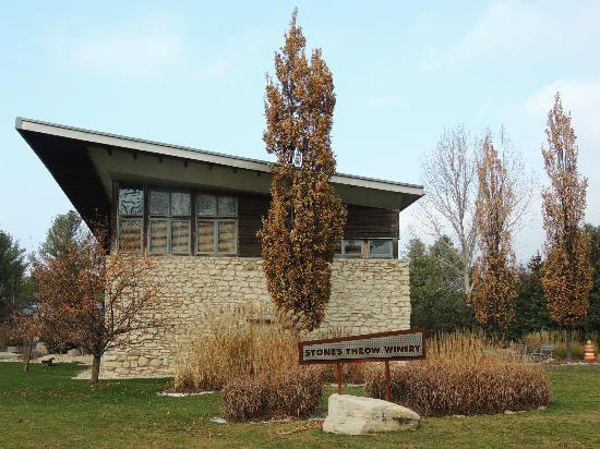 Stone's Throw Winery: Exterior