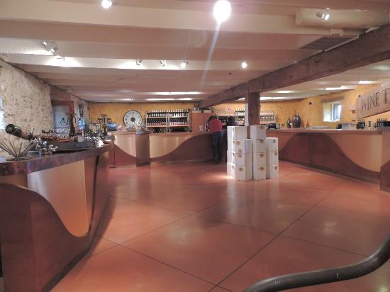 Stone's Throw Winery: Wine Bar