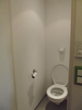 Hotel ibis budget Birmingham Airport: Toilet