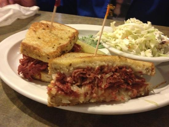 Juicy's Famous River Cafe: ruben
