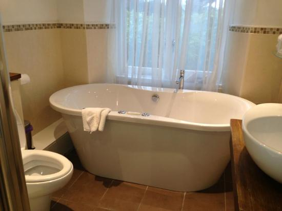 Fairfield Garden Guest House: The tub