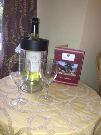 Fairfield Garden Guest House : Wine on arrival...very nice!