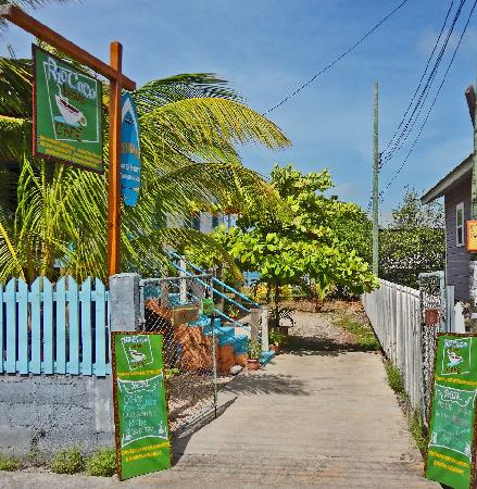 Rio Coco Cafe: Beautiful entrance to the cafe!