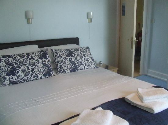 Nythfa Guest House: Cozy king size beds