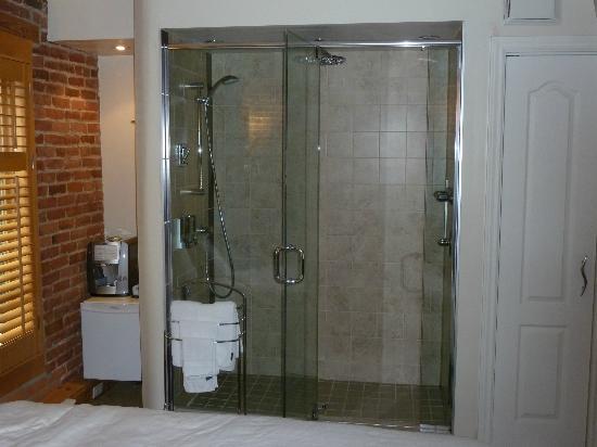 Hotel Le Vincent: douche