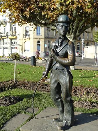 Charlie Chaplin Statue : viva el circo