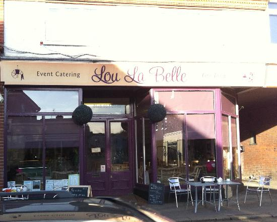 Lou La Belle: Seating outside
