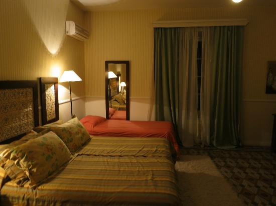 Club Tapiz Hotel: room - homely.