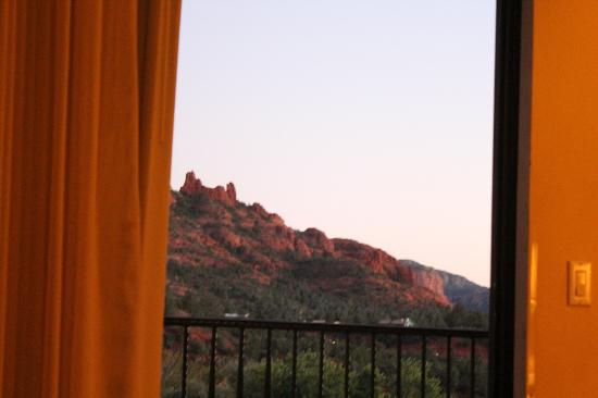 Best Western Plus Inn of Sedona: view of the room looking out