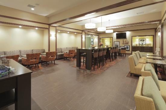 Hampton Inn Beloit: Perfect Mix Lobby