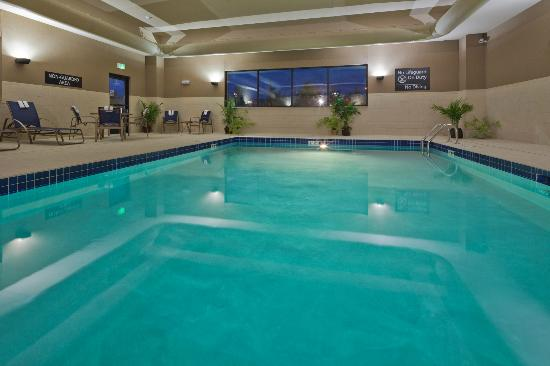Hampton Inn Beloit: Pool