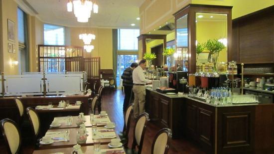 Polonia Palace Hotel: Wonderful dining room/buffet